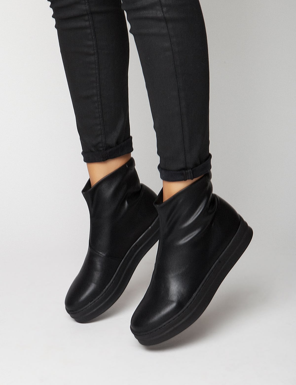 Lara Black Leather mrs fred   sneakers