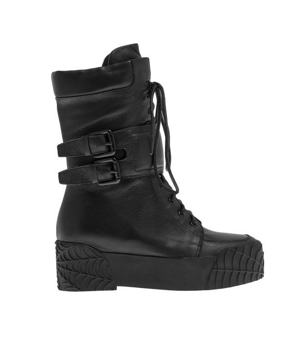 Μαύρη μπότα με κορδόνια