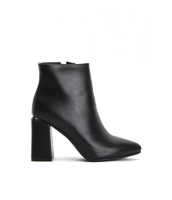 Ascot Point Black Leather