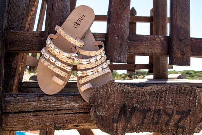 Παπούτσια με κοχύλια! Εσείς ακούτε τον ήχο της θάλασσας;